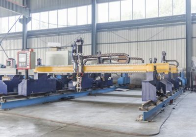 China Jiaxin 1300 * 2500mm woking area pemotongan mesin plasma pemotong logam Plasma khusus stat LCD panel control system